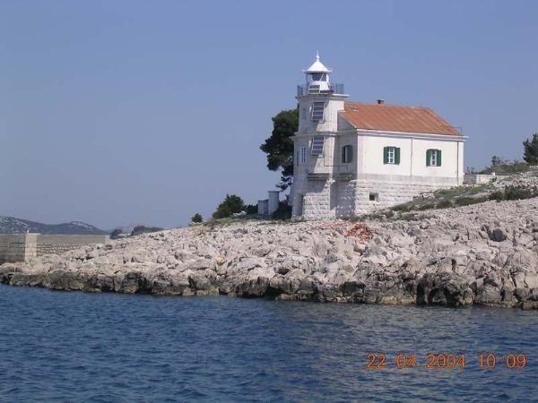 http://fkk-naturyzm.pl/6902/latarnia-morska-prisnjak-wyspa-murter.jpg